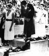 Inge Sørensen, 'Lille, henrivende Inge' vinder bronze i Berlin i 1936, 12 år gammel