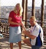 Morten frier til Tina i Eiffel tårnet