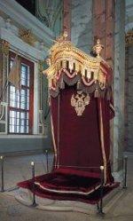 På dette sted stod tsarens trone i peter paul katedralen indtil